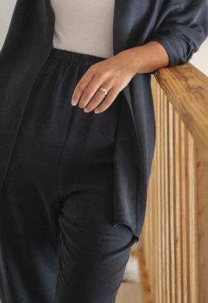 Close up front view of straight size model wearing Easy Tapered Pant in Liquorice Lyocell.