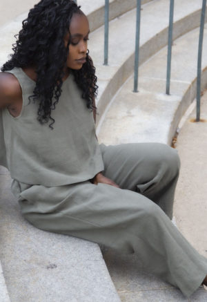 Side view of straight size model wearing Easy Wide-Leg Pant in Moss Linen.