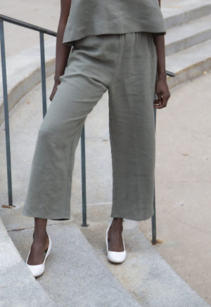 Front view of straight size model wearing Easy Wide-Leg Pant in Moss Linen.