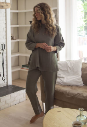 Front view of straight size model wearing Tunic Pullover in Moss Linen.