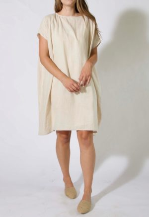 Front view of straight size model wearing kaftan with rounded neckline.